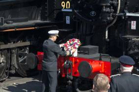 Captain Stacener places the wreath on 5820