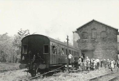Queue for the train in Haworth Yard
