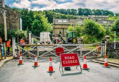 oakworth-road-closed-160912
